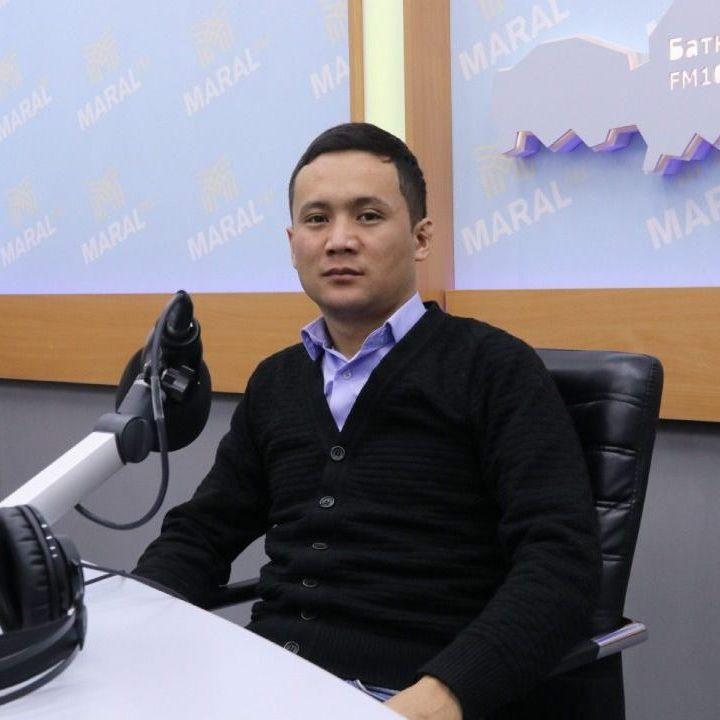 Ринат Макишов : админстрациялык иштер боюнча директор